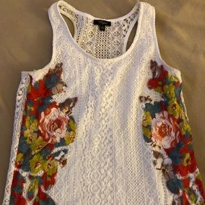 Laced top with floral pattern on the sides